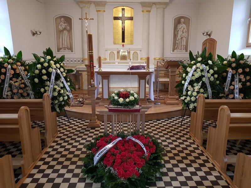 W kościele - podczas pogrzebu