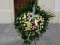 Wieniec pogrzebowy z szarfami